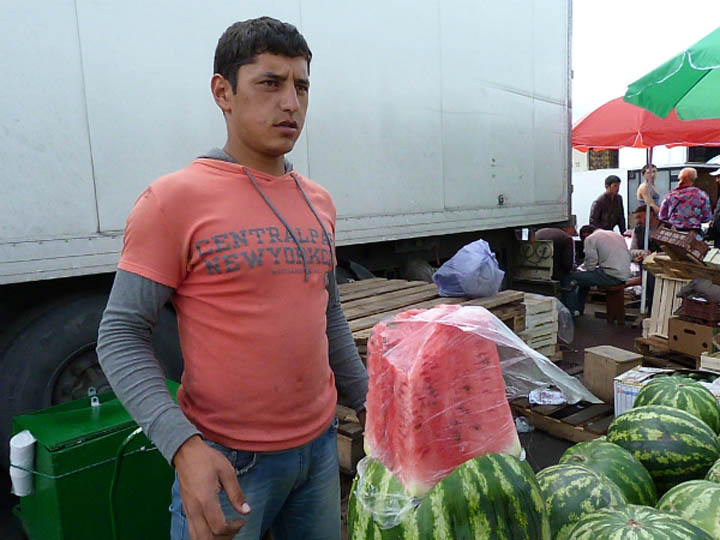 В Омске торгуют опасными арбузами: на рынках, в ларьках ...